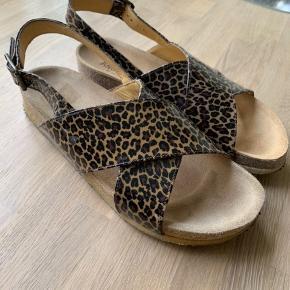 Fine Angulus sandaler i str 39. Rigtig fin stand. Brugt få gange.