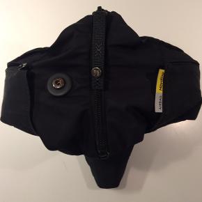 Hövding airbag cykelhjelm med sort overtrækscover. Oplader medfølger. Str. SmallNypris 1989kr