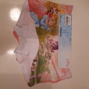 2 par underbukser str 5/6 år Helt nye Har 2 pakker tilbage  Pris pr pak 40 kr pp MobilePay