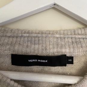 Strik fra Vero Moda i uld blanding. Str. Xs men passer op til en M