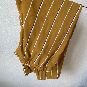 Karry gule løse bukser. Super behagelige!