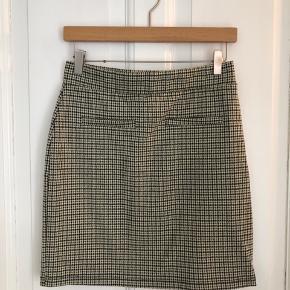 Ternet nederdel  Brugt to gange  Str. M passer til en str. S