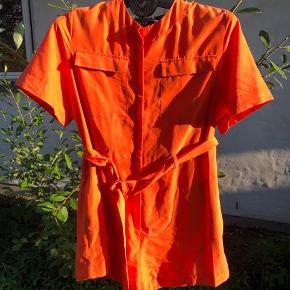 Orange buksedragt fra Weekday str 42 Brugt 2 gange  Byd gerne