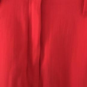 Meget flotte bukser fra Acne Studios i strl 34. Tyndt og silkesblødt stof af 70% nylon og 30% uld. Aldrig brugt. Modellen hedder PLAY SS11.