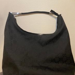 Sælger denne lækre Gucci shoulder bag, næsten aldrig brugt:) skriv pb ved interesse