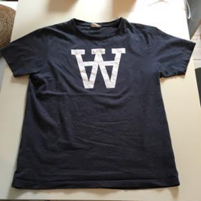 Koksgrå t-shirt fra Wood Wood. God, men brugt. Den er XL, men passer en L fint