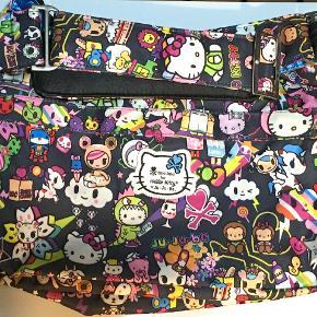 OBS....SØGER....OBS  Søger denne pusletaske. Navnet er: Tokidoki for Hello Kitty by Ju-ju-be
