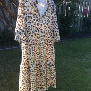 Gestuz kjole, aldrig brugt, tags er pillet af. Str 38