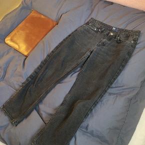 Bukserne er mere sorte i virkeligheden end på billedet   Fragt betales selv:)