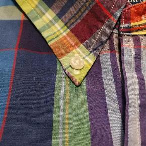 Varetype: Skjorte Farve: Multi - se foto Oprindelig købspris: 1000 kr.  Super flot skjorte fra Ralph Lauren.. Står som ny.  Se også mine andre annoncer af tøj af høj kvalitet.