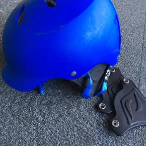 Fin Bern hjelm til kitesurfing eller andet vandsport. Ikke brugt særlig meget. Der følger øreklapper med