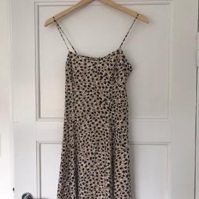 Sød leopardprint kjole i str 36, kun brugt en gang.