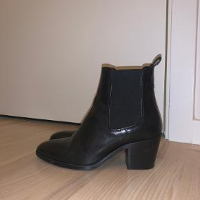 Super flotte Billi bi støvler sælges da jeg bare må indse at jeg ikke får dem brugt grundet de har en højere hæl 😂 Købte dem sidste vinter og de er brugt meget få gange, men de fåes stadig. Købt i skoringen til 1499, men sælges for 660 😍