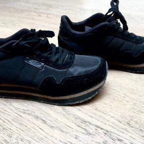 Vildt fed sko fra WODEN, den er brugt ca 5 gange, men sælges da den er for lille til mig.