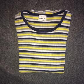 Super fin, stribet Mads Nørgaard bluse med lange ærmer. Blusen er str. 10 år, unisex. Sælges for 99 kr eksklusiv fragt.