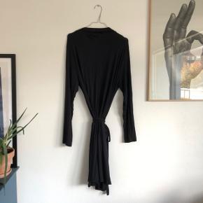 Kimono fra Triumph i meget blødt stof. Der står ingen størrelse i, men svarer ca. til en XL