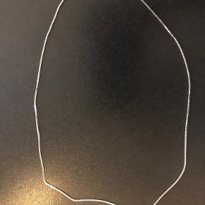 BNH veneziakæde i 14kt hvidguld Måler 45cm  Trådtykkelse 1,0 Kender ikke vægten. Aldrig været brugt, fremstår som ny. Bytter ikke