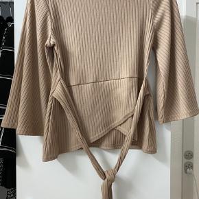 Sælger denne fine trøje fra boohoo, den er ubrugt og fejler ingenting.