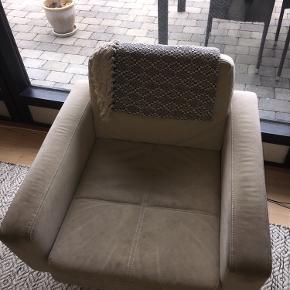 2 stole fra Bolia. Sælges for 500kr pr. Styk og 1000 for begge. Den ene er mere slidt end den anden. Befinder sig i Værløse. Byd gerne :))