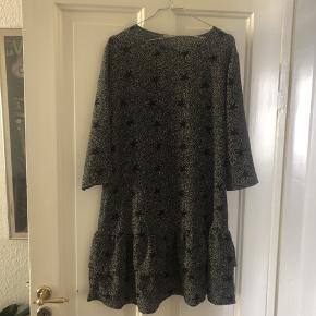 Jaqueline de Yong drop waist kjole. Brugt men i rigtig fin stand. Fast pris.
