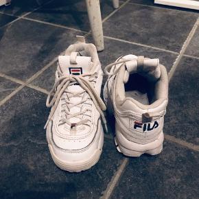 Fine sko - kan ses de har været brugt - men de har det rigtig godt :-)