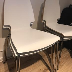 6 stk stole fra Ikeas i pæn stand. Ny pris pr stol er 345kr.