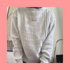 Skøn, hvid, vintage sweater. BYD ❣️❣️