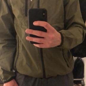 Sælger denne Zara jakke i rigtig god stand, da den ikke bliver brugt.  Det er en str small