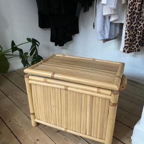 Sælger denne bambus kiste eller hvad man skal kalde den ☺️.  Ingen slid