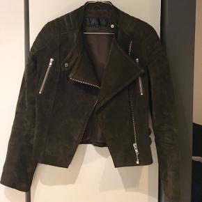 Meotine læderjakke, grøn - str M, dog  lille i størrelsen, brugt få gange. - realistiske bud modtages :)