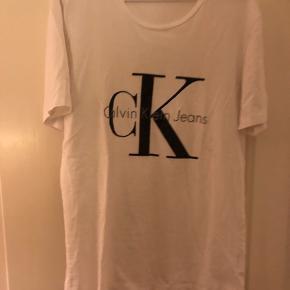 Calvin Klein Jeans T shirt, brugt max 3 gange. Fejler ingenting