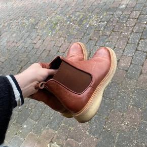 De lækreste støvler fra Billi bi. Har forsøgt at gå dem til men det lykkes ikke da de er et nr for små :) skriv for nærmere info