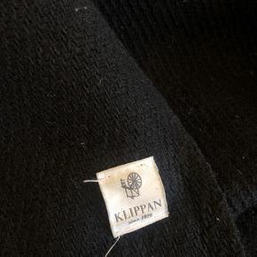 Klippan 100% uld plaid i hel sort.