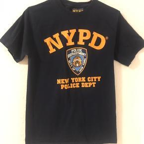 NYPD t-shirt💃🏼  💄varens pris + fragt📦 💄BYD endelig😊  💄Røgfrit hjem 💄kontakt mig endelig for flere detaljer😀