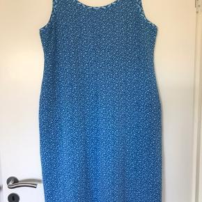 Flot kjole i bomuldsjersey Bm 102 Talje 100 Hofte 116 Længde 102