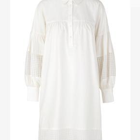 Fineste skjorte fra Second Female. Brugt et par gange mes brugstegn 🤍 BYD