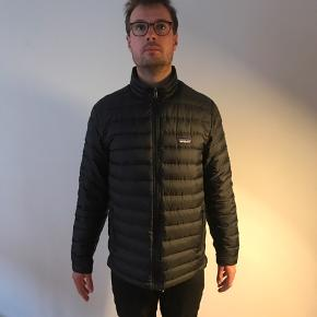 Skaljakke - Patagonia tres parka - Black - size M.  Parka only: 1.300,-kr - Barely used, in very good condition.   Down jacket only: 600,-kr - Used, a small scratch but overall good condition.  Price for both: 1.800.kr.  New price for both is 4.300.-kr