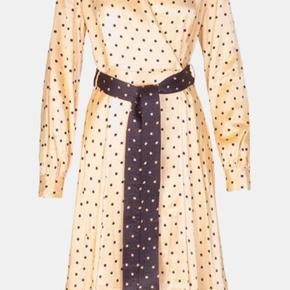 Smukkeste Stine Goya kjole. Den er desværre lidt for stor til mig. Sælges til 800kr via mobilepay + fragt hvis den skal sælges.
