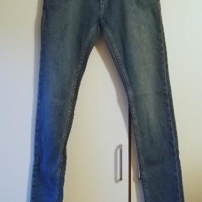Lækre blå jeans fra Samsøe Samsøe i str. W31/L34. Brugt få gange og fremstår derfor som nye.