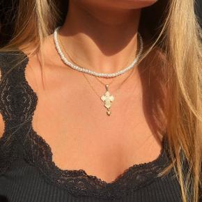 Hjemmelavet halskæde med hvide perler 💘