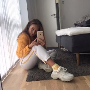 Retro lacoste bukser med gul stribe 🥰