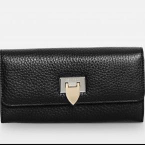 Lækker pung  Lidt ridser på låsen ellers står den som ny Se også min Decadent taske    #30dayssellout