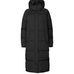 Lækker varm lang dun jakke fra MbyM - fremstår i fin stand 😊
