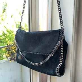 Super fin taske sælges. Meget velholdt og fejler intet. BYD