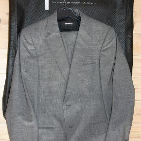Virkelig flot jakkesæt fra Strellson. 100% uld. Koksgråt. Jakke model Bailey-Manhattan. Som nyt. #30dayssellout