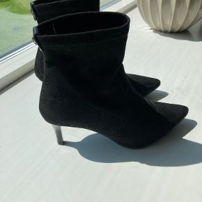 Pedro Miralles heels