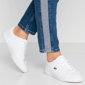 Har haft dem på 1 gang da jeg skulle ned og handle. Så jeg tørrer dem af med en klud inden du får dem. Jeg sælger dem da det ikke er min stil og jeg egentlig kun købte dem for mærkets skyld. De er i fin stand men skal bare lige have en klud.