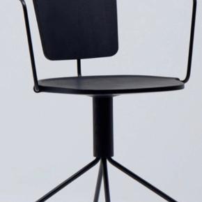 4 styk sorte Mattiazzi Uncino stole Version B God stand, stort set ikke brugt  Nypris stk 7200 sælges til 4500. Kvittering haves  Købt hos please wait to be seated