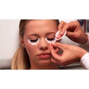 RefectoCil Eye Protection Papers EXTRA er designet til at beskytte det nederste øjenlåg mod at komme I kontakt med farven ved farvning af vipper. RefectoCil Eye Protection Papers EXTRA er designet med en bestemt padding som gør papiret ekstra blødt og mere farverestistent. Pakken indeholder 80 stk. Jeg har prøvet 1 stk, så der er kun 79 tilbage. Farver ikke selv vipper længere. Vejledende pris: 50-80 kr. Jeg sælger 79 stk. for 25 kr. eksklusiv fragt. Fragt koster 10 kr.