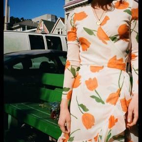 Smuk smuk Ganni kjole - brugt 4-5 gange kort, fremstår uden fejl og huller 🧡